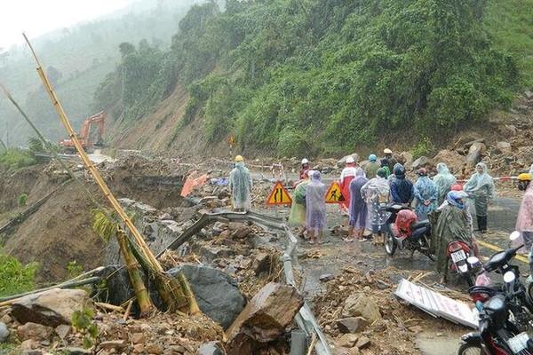 Khởi động kế hoạch ứng phó lũ lụt, kêu gọi viện trợ miền Trung