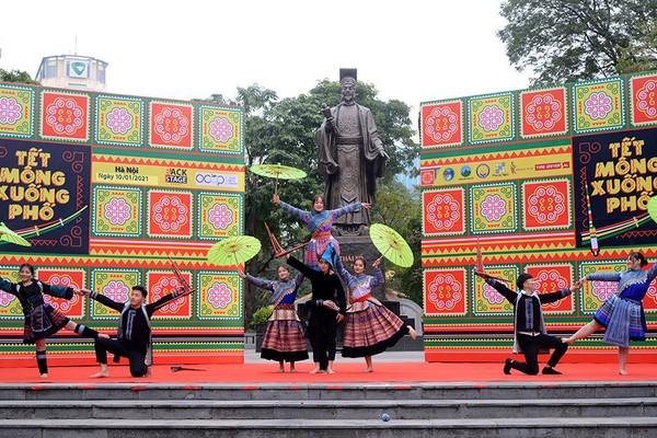 """""""Tết sớm"""" cùng đồng bào người Mông tại Hà Nội"""