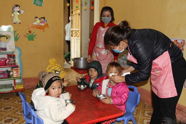 Yên Bái: Người dân vùng cao chống chọi với giá rét