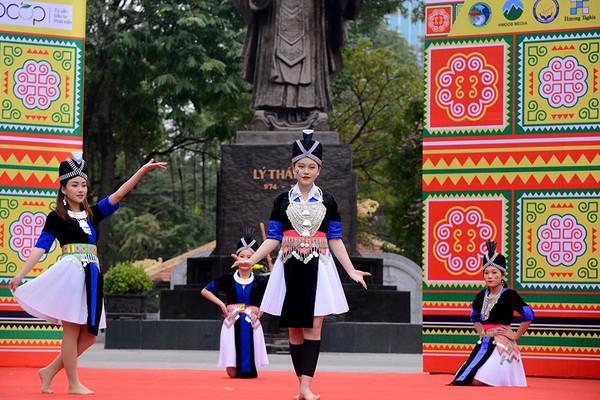 Người dân hào hứng với Tết Mông tại Thủ đô