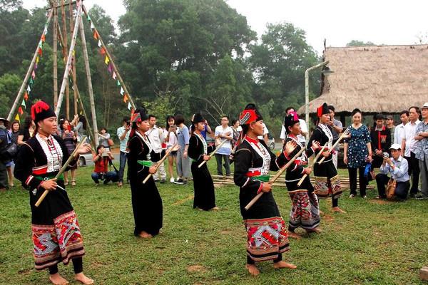 Công nhận nghề thêu giày múa dân tộc Xạ Phang và múa dân gian Khơ Mú là văn hóa phi vật thể quốc gia