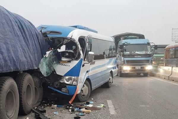 Nghệ An: Tai nạn giao thông nghiêm trọng, hàng chục người thương vong