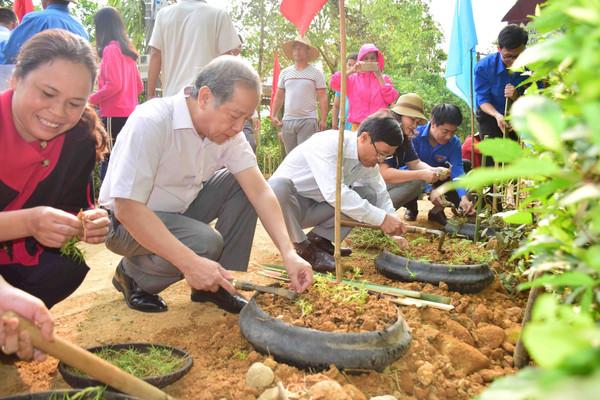 """Thừa Thiên Huế: Đưa phong trào """"Ngày Chủ nhật xanh"""" trở thành hành động đẹp, nếp sống thường xuyên của mọi người"""