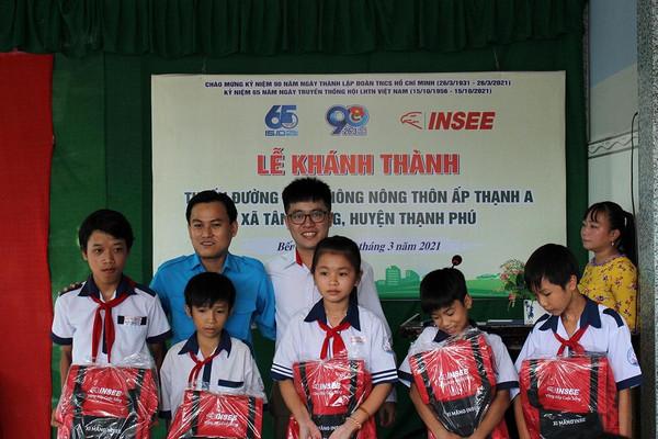 Xi măng INSEE Việt Nam khánh thành công trình giao thông nông thôn tại Ấp Thạnh A – Bến Tre