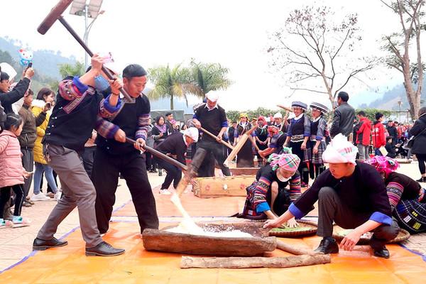 Nhộn nhịp Lễ hội giã bánh dày của người Mông tại Mù Cang Chải, Yên Bái