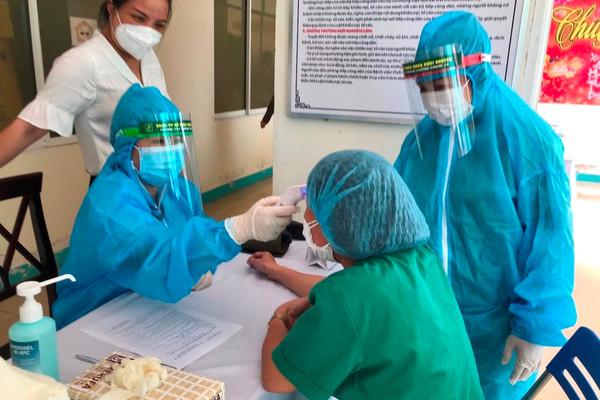 8 cán bộ tỉnh Quảng Ngãi - F1 của bệnh nhân 2989 âm tính lần 1 với SARS-CoV-2