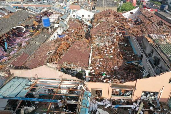 Lốc xoáy tấn công 2 thành phố ở Trung Quốc, hàng trăm người bị thương