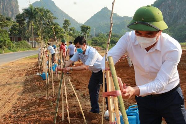 Thành phố Sơn La: Ra quân trồng 2.600 cây hoa ban