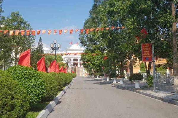 Điện Biên: Đồng bào các dân tộc đoàn kết, trang hoàng rực rỡ cờ hoa mừng ngày hội non sông