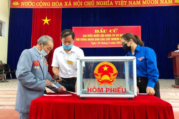 Nhân dân các dân tộc Lào Cai phấn khởi tham gia ngày hội non sông