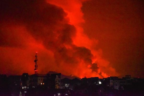 Núi lửa Nyiragongo phun trào chôn vùi hàng trăm ngôi nhà