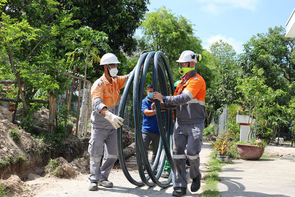 Xi măng INSEE lắp đặt 700m đường ống cấp nước sinh hoạt tại ấp Ba Trại và Hòn Trẹm