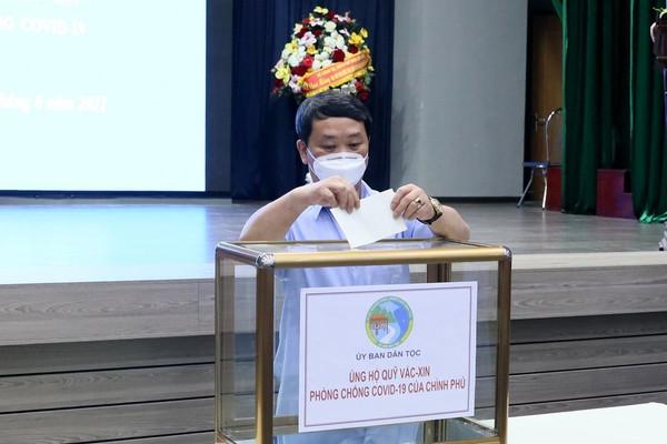Ủy ban Dân tộc quyên góp ủng hộ 250 triệu đồng ủng hộ Quỹ vắc xin phòng Covid-19 Việt Nam