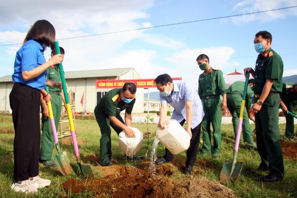 Lai Châu: Trồng 1.600 cây xanh hưởng ứng Ngày Môi trường thế giới