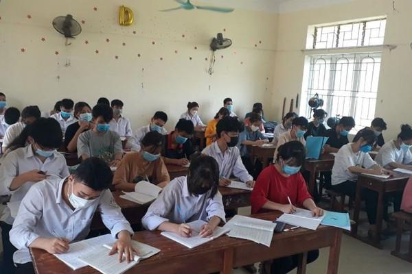 Hà Tĩnh tạm dừng công tác chấm thi vào lớp 10 THPT