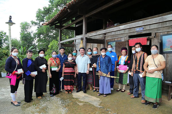 Bộ trưởng, Chủ nhiệm UBDT Hầu A Lềnh thăm và làm việc tại Làng Văn hóa - Du lịch các dân tộc Việt Nam