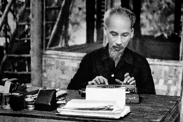 Nhà báo Hồ Chí Minh: Đi trong nhân dân, nói tiếng nhân dân...