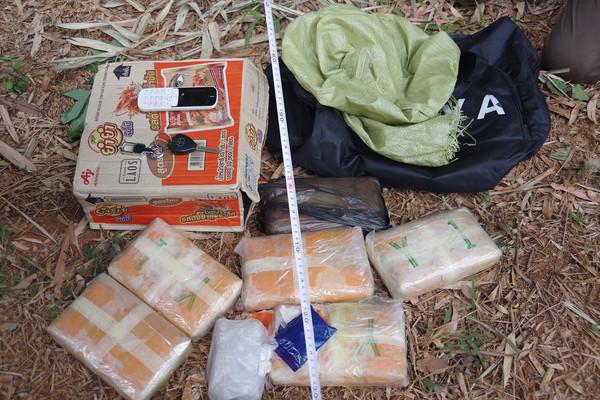 Bắt giữ đối tượng người Lào vận chuyển 38.000 viên ma túy tại biên giới