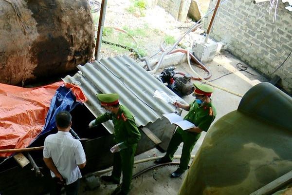 Ninh Bình: Phát hiện cơ sở thu gom, tái chế hơn 20.000 lít dầu thải