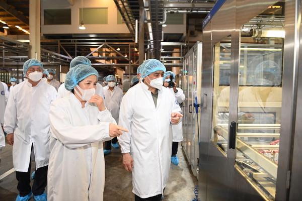 Thủ tướng động viên, kiểm tra nhiệm vụ phòng chống dịch bệnh và thúc đẩy sản xuất kinh doanh tại Bình Dương