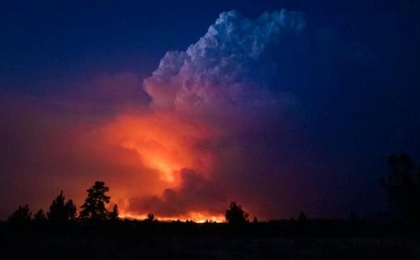 Lực lượng cứu hỏa nỗ lực dập tắt cháy rừng tại Mỹ và Canada