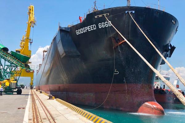Bến số 3 cảng nước sâu Chân Mây chính thức đi vào hoạt động