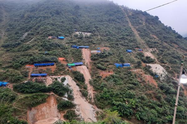 """Văn Bàn – Lào Cai: Những """"lều lán lạ"""" trên rừng Minh Lương"""
