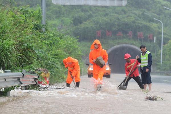Trung Quốc gia hạn cảnh báo vàng về mưa bão ở các khu vực Tây Nam