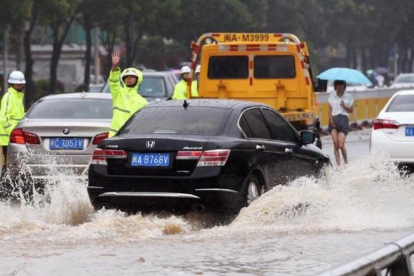 Mưa lớn ở Trung Quốc gây sập nhà, hơn 121.000 người bị ảnh hưởng
