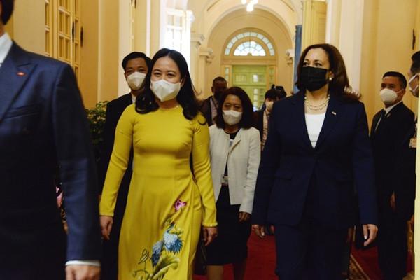 Phó Chủ tịch nước Võ Thị Ánh Xuân đón Phó Tổng thống Hoa Kỳ Kamala Harris