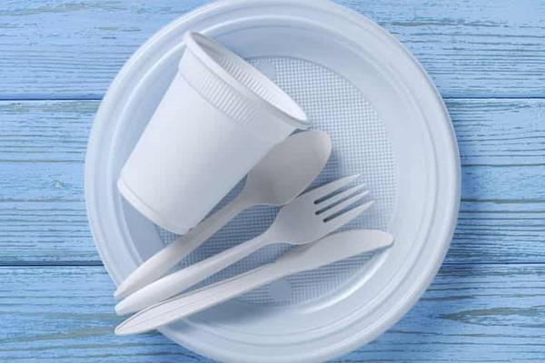 Từ tháng 4/2022, Anh sẽ áp thuế 200 bảng Anh cho mỗi tấn nhựa