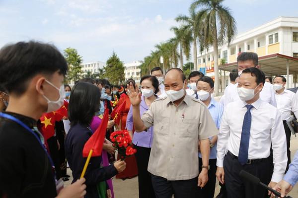 Chủ tịch nước Nguyễn Xuân Phúc dự khai giảng năm học mới tại tỉnh Yên Bái