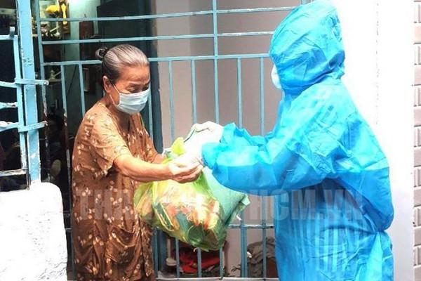Thủ tướng yêu cầu TPHCM bảo đảm hỗ trợ y tế và lương thực, thực phẩm cho người dân