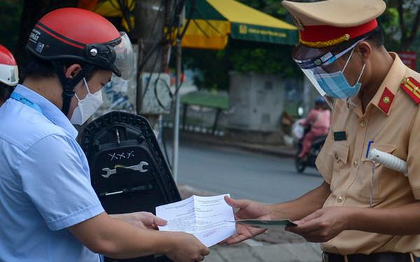 Thủ tướng yêu cầu Hà Nội điều chỉnh bất cập trong việc cấp giấy đi đường