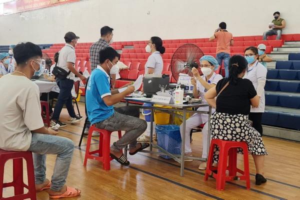 Bình Định: Kỷ luật Chủ tịch xã vì ưu tiên thân nhân tiêm vắc xin COVID-19