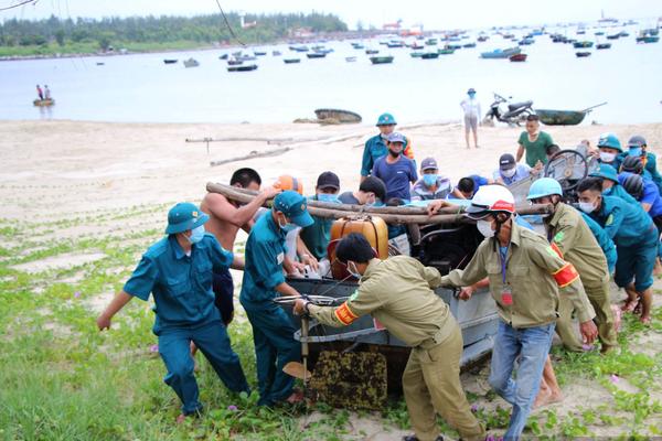 Đà Nẵng: Di dời khẩn cấp tàu thuyền để tránh bão số 5
