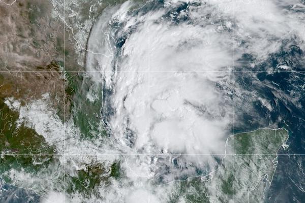 Dự báo bão Nicholas sẽ đổ bộ Texas và Louisiana ở Mỹ vào tối 14/9