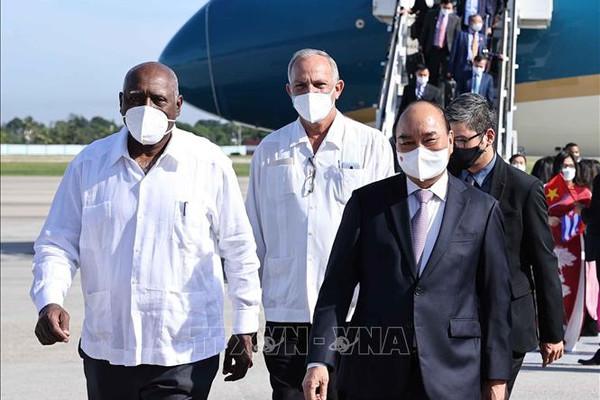 Chủ tịch nước Nguyễn Xuân Phúc đến Cuba, bắt đầu chuyến thăm chính thức