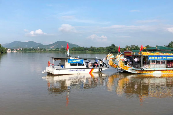 Thừa Thiên- Huế: Thả hơn 30.000 giống cá xuống sông Hương