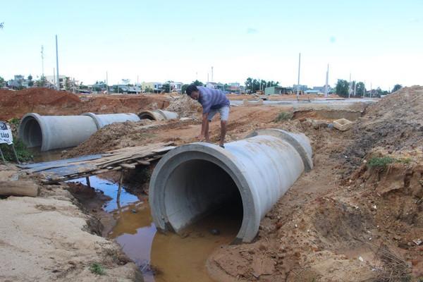 """Quảng Nam:  Dân bức xúc vì nhà ngập sâu sau khi dự án """"mọc lên"""""""