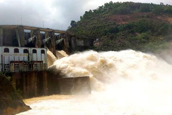 Nghệ An: Mưa xổi xả, hàng loạt hồ chứa thủy điện, thủy lợi xả lũ
