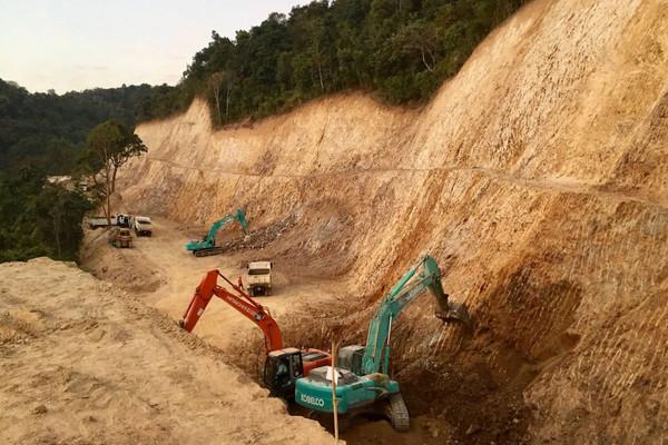 Cắm mốc, thăm dò khoáng sản lấn chiếm đất rừng bị phạt như thế nào?