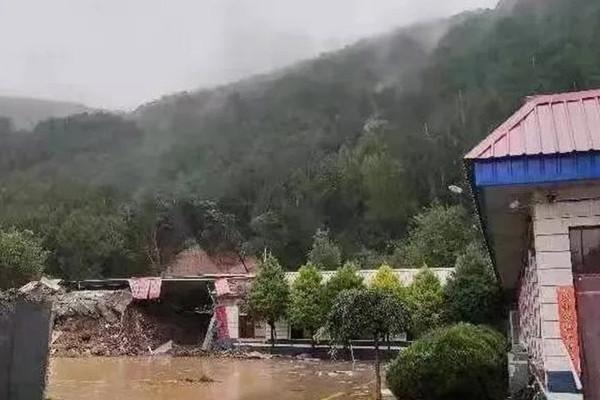 Hơn 1.800 cư dân Trung Quốc phải sơ tán do lũ lụt gây vỡ đê