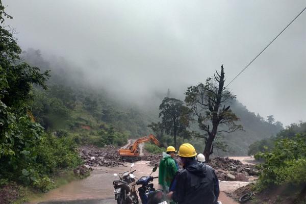 Hơn 200 hộ dân tại huyện miền núi mất điện do nước lụt dâng cao