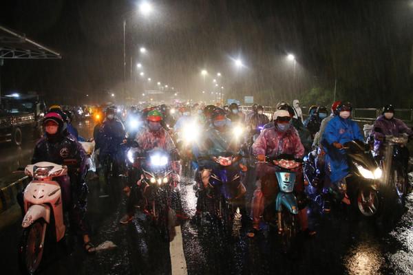 Ban Chỉ đạo quốc gia PCTT yêu cầu bảo đảm an toàn cho người dân đi qua khu vực bão, lũ