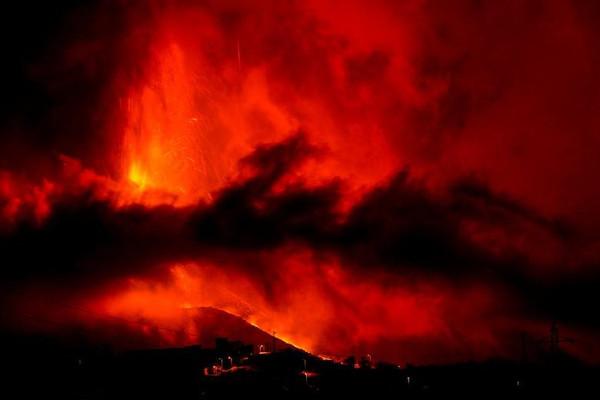 Dung nham núi lửa ở La Palma (Tây Ban Nha) nhấn chìm 493 ha đất