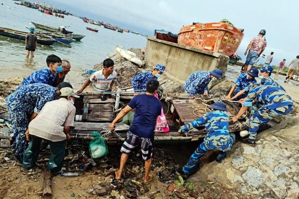 Hải Phòng: Cảnh sát biển giúp ngư dân huyện đảo Bạch Long Vỹ khắc phục, đối phó với 2 cơn bão