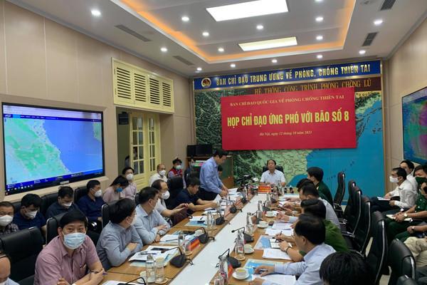 Phó Thủ tướng Lê Văn Thành chủ trì họp ứng phó bão số 8
