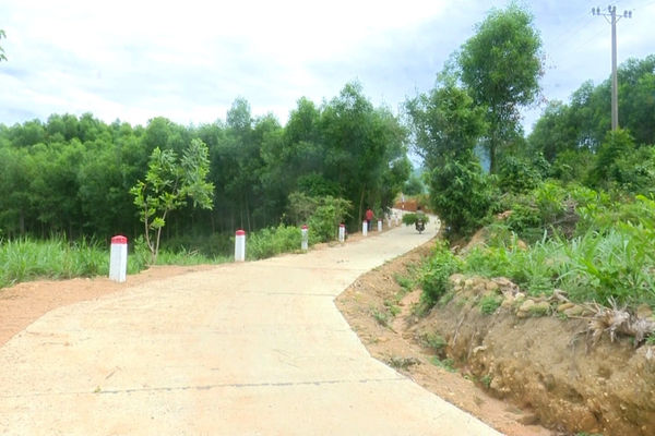 Quảng Ngãi: Người dân Minh Long tình nguyện hiến đất xây dựng nông thôn mới