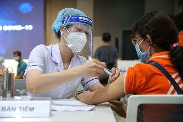 Bắt đầu tiêm vắc xin phòng COVID-19 cho trẻ em từ 12-17 tuổi